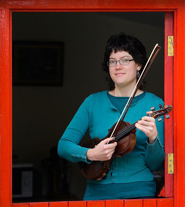 laura ugur burren fiddle holidays musician teacher irish traditional music